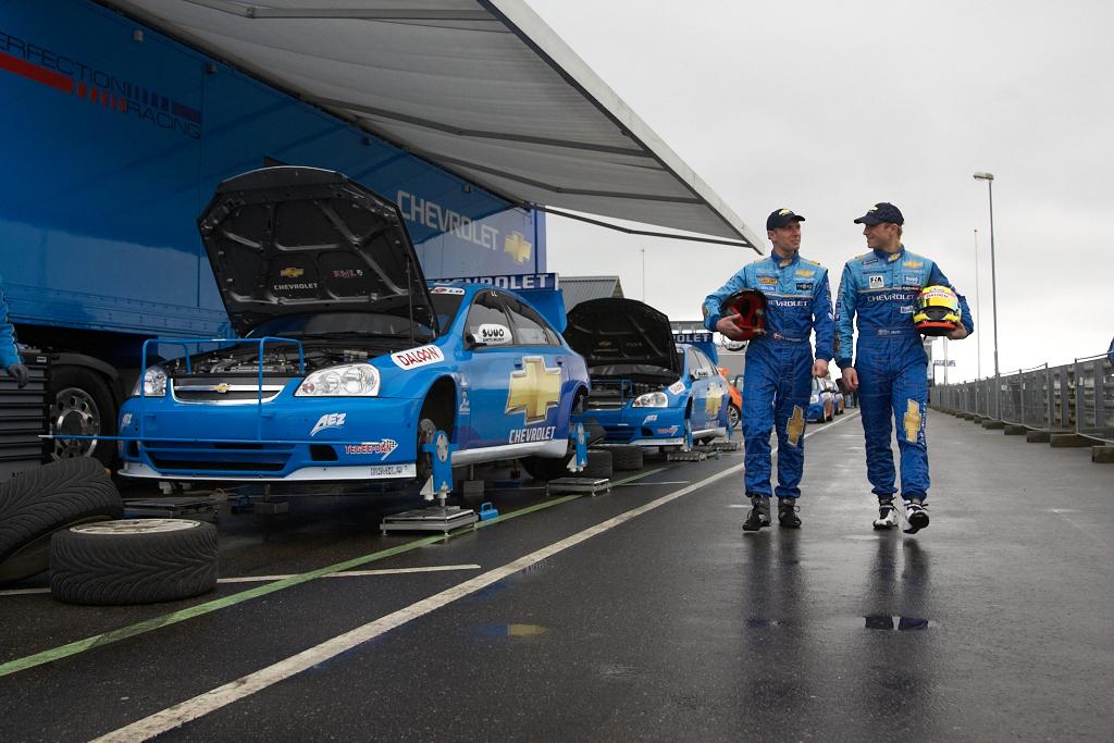 Chevrolet teamet på Padborg Park 2008. Kamera: Canon EOS 1Dn Mark II. Objektiv: 24+105 mm f/4L Lukkertid: 1/320 sek. Blænde: f/4.0. ISO: 320.